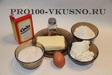 Давайте вспомним вкус детства и приготовим печенье из творога. Это печенье, хрустящее снаружи и нежное внутри, а самое главное простое приготовление и вкусный результат.  Ингредиенты: творог - 200-230 г, масло сливочное - 200 г, яйцо - 1 шт, мука - 1-2 стакана (зависит от влажности творога), сода - 1 ч. л, соль - 1 щепотка,  сахар для обсыпки - примерно 100 г.  Приготовление:  Творог смешиваем с маслом, добавляем яйцо, соду, соль и перемешиваем.   Постепенно добавляем просеянную муку и замешиваем тесто. Муки добавляем столько чтобы тесто собралось в комок и не липло к рукам.  Раскатываем тесто, достаточно тонко, около 0,5 см. Вырезаем кружочки стаканом или чашкой.  Кругляши с одной стороны обмакиваем в сахарный песок.   Складываем пополам, сахаром во внутрь. И опускаем половинки одной стороной в сахарный песок.  Снова сложим пополам и опять в сахар.  Если хочется сделать побыстрее, то раскатываем тесто в прямоугольник. Посыпаем сахаром и сворачиваем в рулет.  Нарезаем на кусочки.  Размещаем печёнки на противень и отправляем в разогретую духовку.  Выпекаем печенье при t 180-190 градусов до золотистого цвета минут 20. Но проверить можно и минут через 15, а то может и подгореть. Все зависит от духовки. Просто и вкусно. Приятного чаепития!