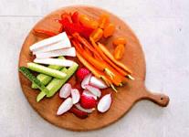 Хрустящие овощи со сливочным дипом из сыра.