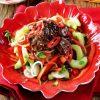 Тайский салат с говядиной.