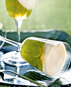 Виноград с йогуртом.