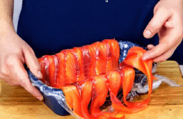 Террин из лосося с луком-пореем и картофелем.