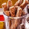 Пончики-палочки с корицей и сахаром.