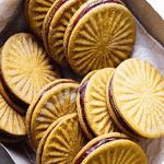 Печенье с шоколадной начинкой.
