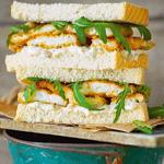 Сэндвич с рыбными палочками.