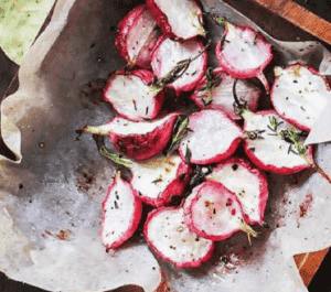 Овощи со сливочно-чесночным дипом.
