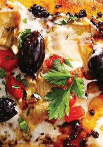 Пицца с оливками и сладким перцем.