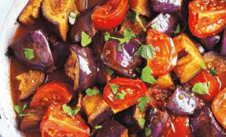 Пряное овощное рагу из баклажанов с киноа.