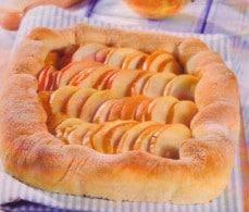 Сдобный пирог с яблоками.