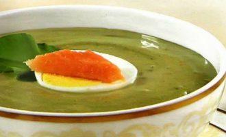 Щавелевый суп с копченым лососем