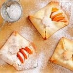 Конвертики с абрикосами.