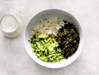 Холодный суп таратор с брынзой, огурцами и грецкими орехами