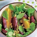 Свекольный салат с апельсином и орешками.