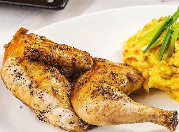 Цыпленок по-домашнему с картофельным пюре.