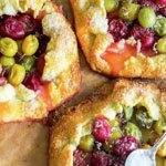 Пироги-галеты с грецкими орехами и крыжовником.