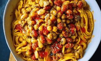 Лапша с арахисовым маслом и фасолью по-тайски.