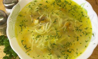 Суп из домашней курицы с лапшой и картошкой