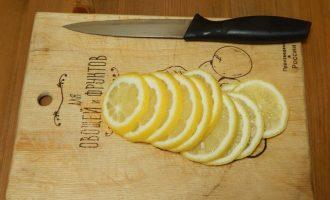 Запеченная дорадо с гарниром из картофеля черри