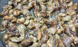 Обжаренные куриные желудки