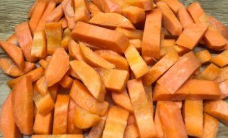 Нарезанная морковь