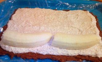 Творожно-банановый рулет без выпечки