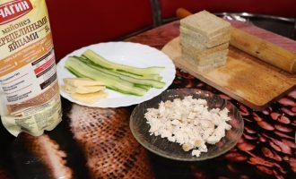 Закуска с сыром и курицей