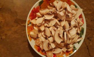 Сырный суп с куриным филе и грибами