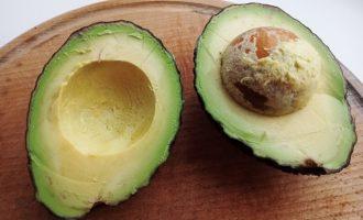 Тосты с авокадо и форелью