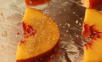 Брускетта с персиком
