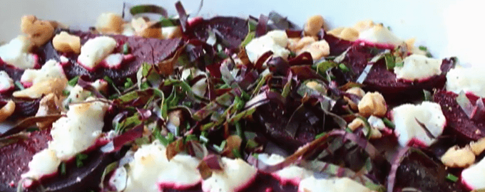 Салат с запечённой свеклой с сыром