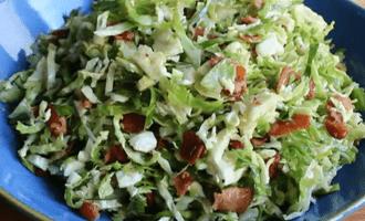 Салат с брюссельской капустой и беконом