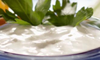 Сливочно-голубая сырная заправка
