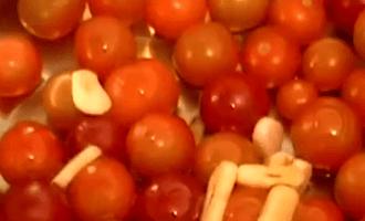 Макароны с соусом из помидоров